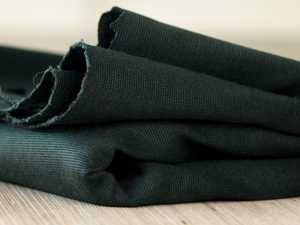 Meet MILK   Textured Ponte mit TENCEL™ Fasern deep green