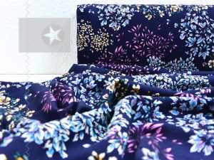 Viskose Twill Blumen dunkelblau