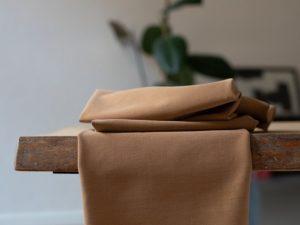 Meet MILK Soft Stretch Twill mit TENCEL™ Fasern mustard