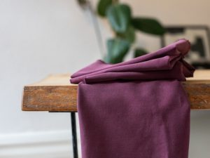 Meet MILK Soft Stretch Twill mit TENCEL™ Fasern maroon