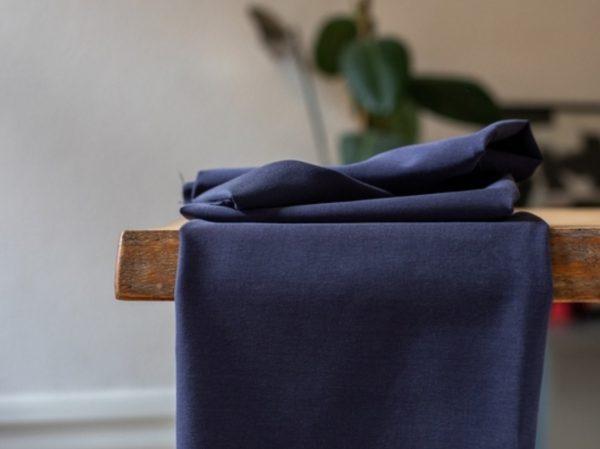 Meet MILK Soft Stretch Twill mit TENCEL™ Fasern blueberry