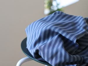 Meet MILK Two- Tone Stripe Twill mit TENCEL™ Fasern dusty blue