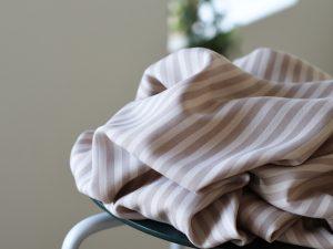 Meet MILK Two- Tone Stripe Twill mit TENCEL™ Fasern warm sand