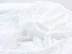 Baumwoll Batist mit Lochstickerei weiß