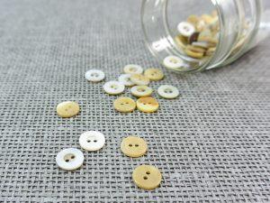 Perlmutt Blusen Knopf Breitrand 11 mm | Makassarmuschel naturweiß