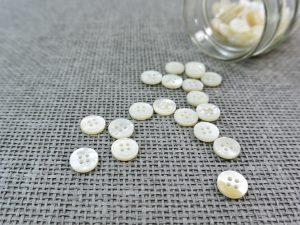 Perlmutt Blusen Knopf Schmalrand 11 mm | Makassarmuschel naturweiß
