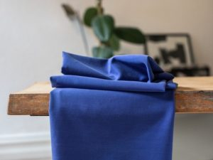 Meet MILK Soft Stretch Twill mit TENCEL™ Fasern lapis