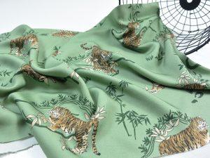 Premium Soft Touch Viskose   Tiger palm leaf