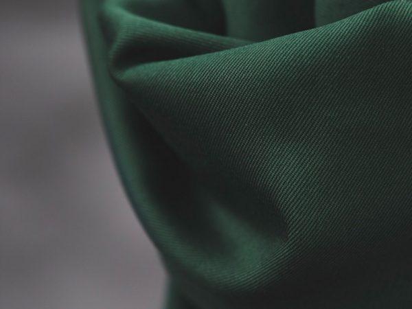 Meet MILK Smooth Drape Twill mit TENCEL™ Fasern deep green
