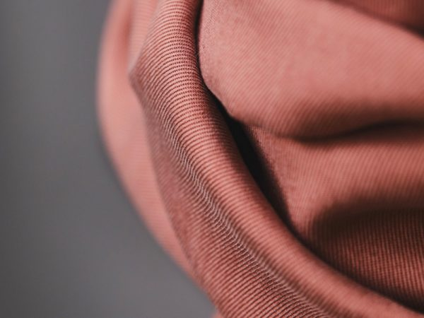 Meet MILK Smooth Drape Twill mit TENCEL™ Fasern old rose