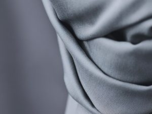 Meet MILK Smooth Drape Twill mit TENCEL™ Fasern sky
