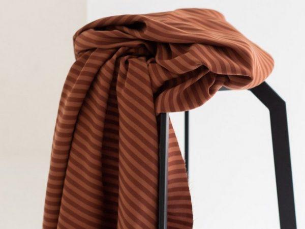 Meet MILK Two- Tone Stripe Twill mit TENCEL™ Fasern pecan