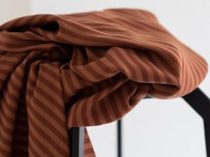 Meet MILK Two- Tone Stripe Twill mit TENCEL™ Fasern pecan