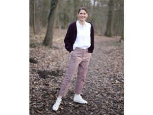 Hose Billie | Art Déco bordeaux und Cardigan Lene | Light Boiled Wool plum