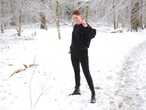 Hose Nessa | Faux Suede black und Sweater Megan | Bajeera Knit