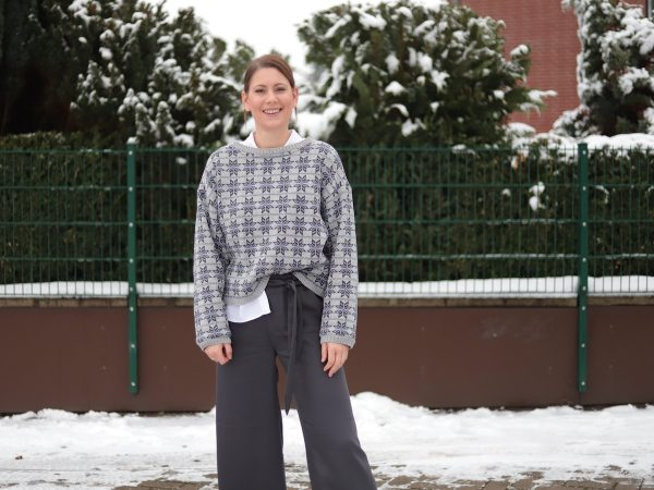 Hose Benita | Smooth Drape Twill anchor und Sweater Megan | Scandi Star