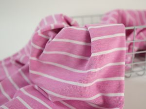 Cotton Piqué Jersey rosa streifen Nahaufnahme