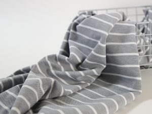 Cotton Piqué Jersey light grey streifen Nahaufnahme