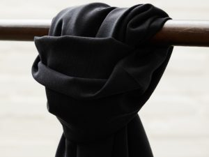 Meet MILK Soft Stretch Twill mit TENCEL™ Fasern | black