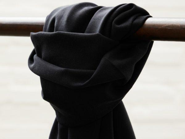 Meet MILK Soft Stretch Twill mit TENCEL™ Fasern   black