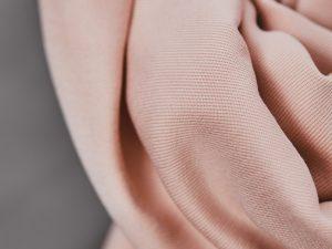 Meet MILK Smooth Drape Twill mit TENCEL™ Fasern | powder pink