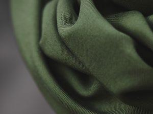 Meet MILK Smooth Drape Twill mit TENCEL™ Fasern | khaki