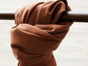 Meet MILK Soft Stretch Twill mit TENCEL™ Fasern | pecan